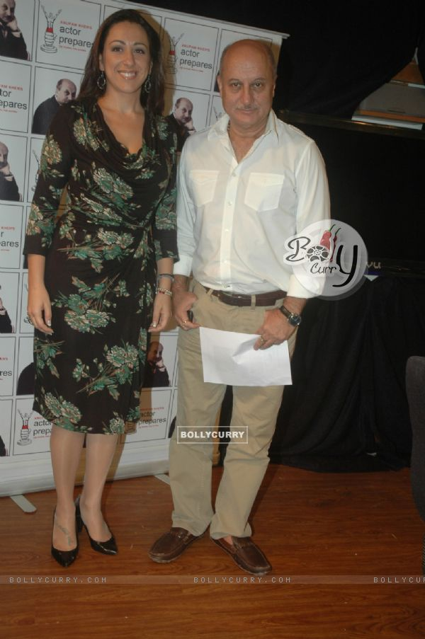 Anupam Kher with Spanish Falmenco singer Maria Del Mar Fernandez at Santacruz