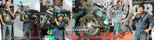 John Abraham and Genelia Dsouza promoting their movie 'Force' at Mahagun Mall Vaishali (161542)