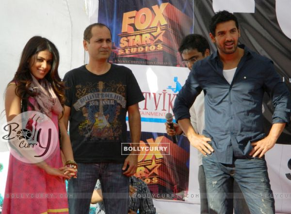 Vipul A Shah with John Abraham and Genelia Dsouza promoting their movie 'Force' at Mahagun Mall Vais
