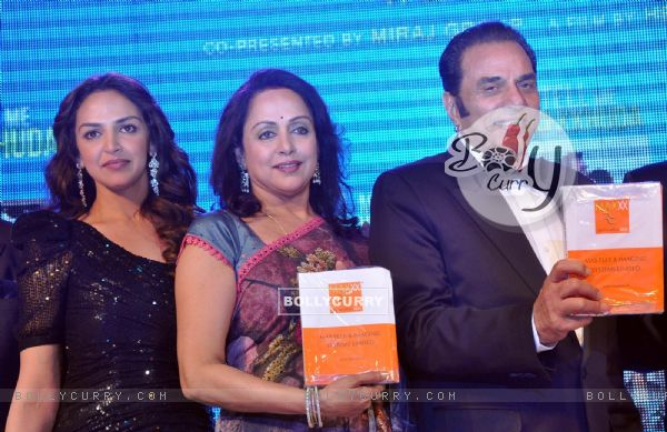 Hema Malini, Dharmendra and Esha Deol launch music of film 'Tell Me O Kkhuda' in Mumbai (163177)
