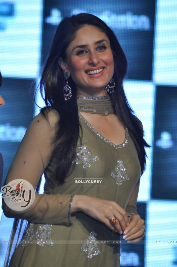 Kareena Kapoor promotes her film Ra.One at Inorbit Mall in Malad, Mumbai