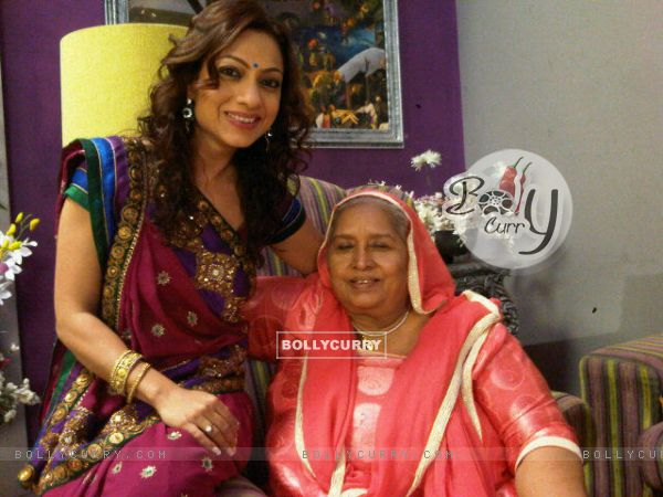 Neha with Daadi on Bade Acche Laggte Hai sets