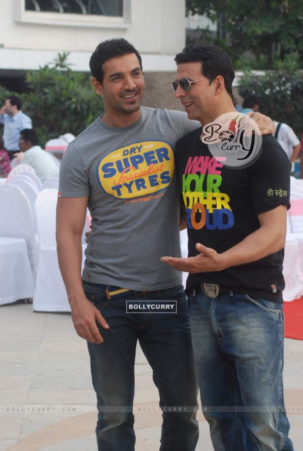 Akshay Kumar and John Abraham promoting &quot;Desi Boyz&quot; at Sun N Sand (173050)
