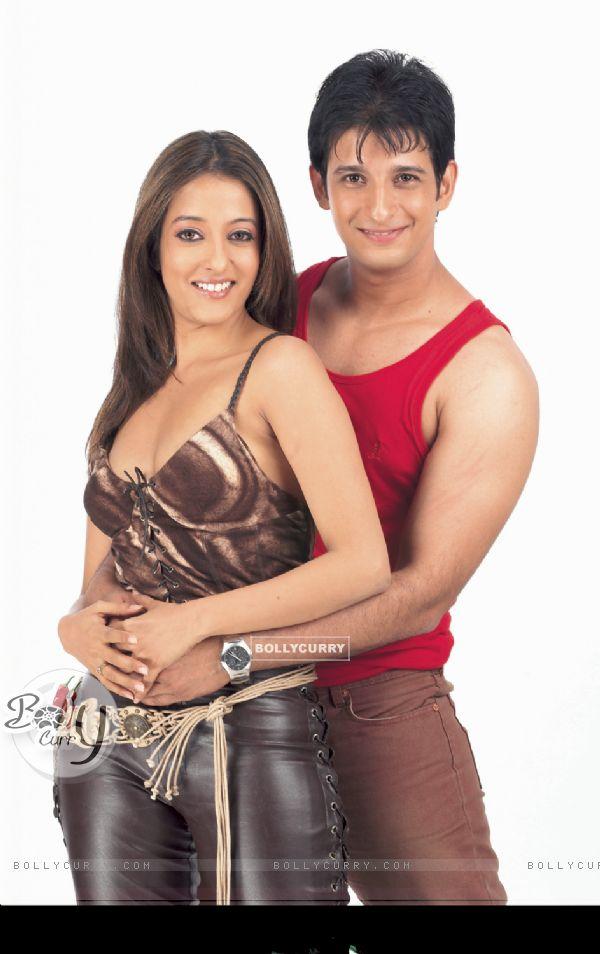 Sharman Joshi and Riya Sen in the movie 3 Bachelors