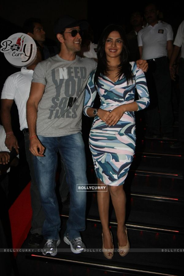 Hrithik Roshan, Priyanka Chopra gestures during the promo launch of film 'Agneepath' in Mumbai