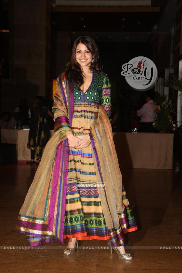 Bollycurry Anushka Sharma Grace Ritesh Deshmukh Genelia Dsouza