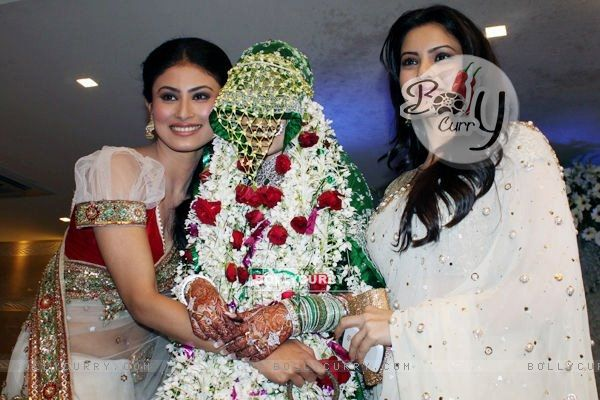 Mouni Roy and Aamna Shariff with Sanjeeda at Aamir Ali and
