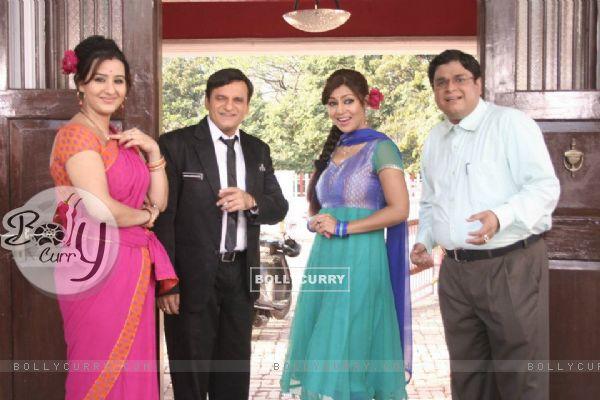 Debina, Sumit, Paresh and Shilpa on sets of Chidiya Ghar