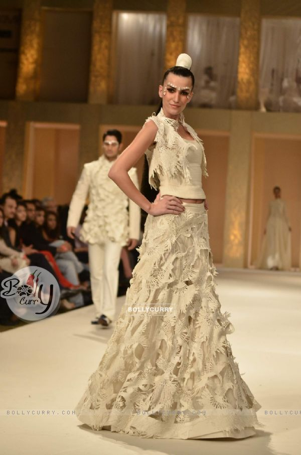 Bollycurry Model On The Ramp For Designer Rohit Bal On Lakme Fashion Week Day 5 In Mumbai