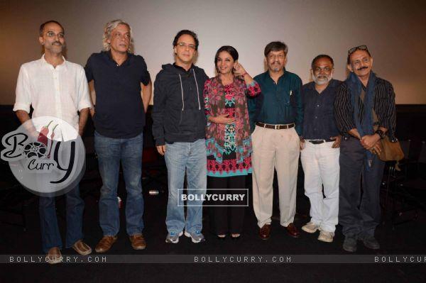Vidhu Vinod Chopra,Shabana Azmi,Sudhir Mishra,Ramesh Sippy & Amol Palekar at Khamosh film screening