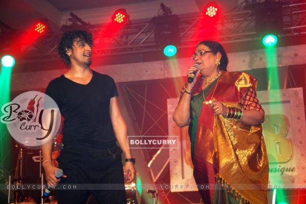 Sonu Nigam and Usha Uthup at Gitanjali Le Club Musique