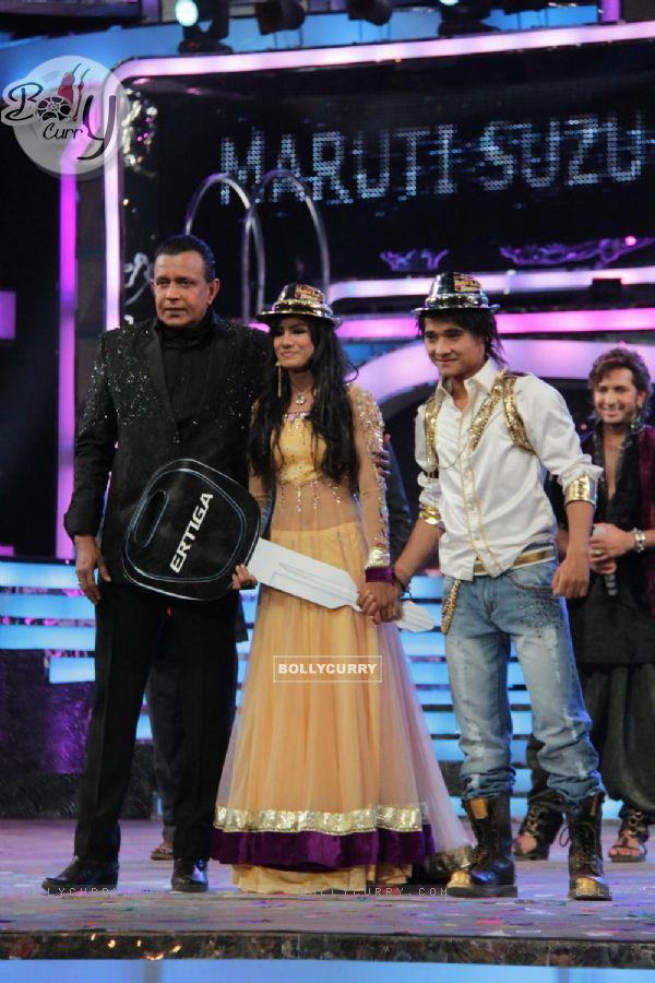 Rajasmita Kar, Mithun Chakraborty & Pradeep Gurune at Dance India Dance Season 3 Grand Finale