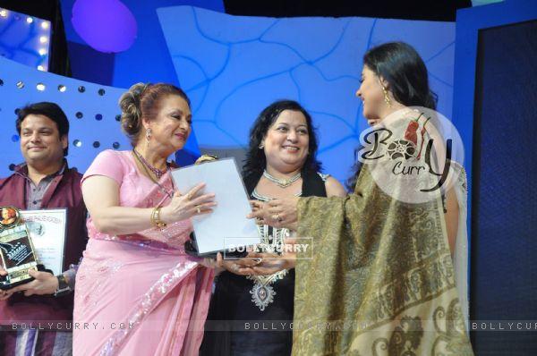 Saira Banu and Kajol at Dadasaheb Phalke Academy Awards in Mumbai