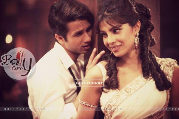 Priyanka and Shahid in Teri Meri Kahani (199786)