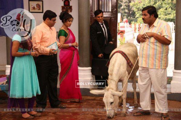 Debina Bonnerjee, Shilpa Shinde, Paresh Ganatra, Sumit Arora on the Sets of CG