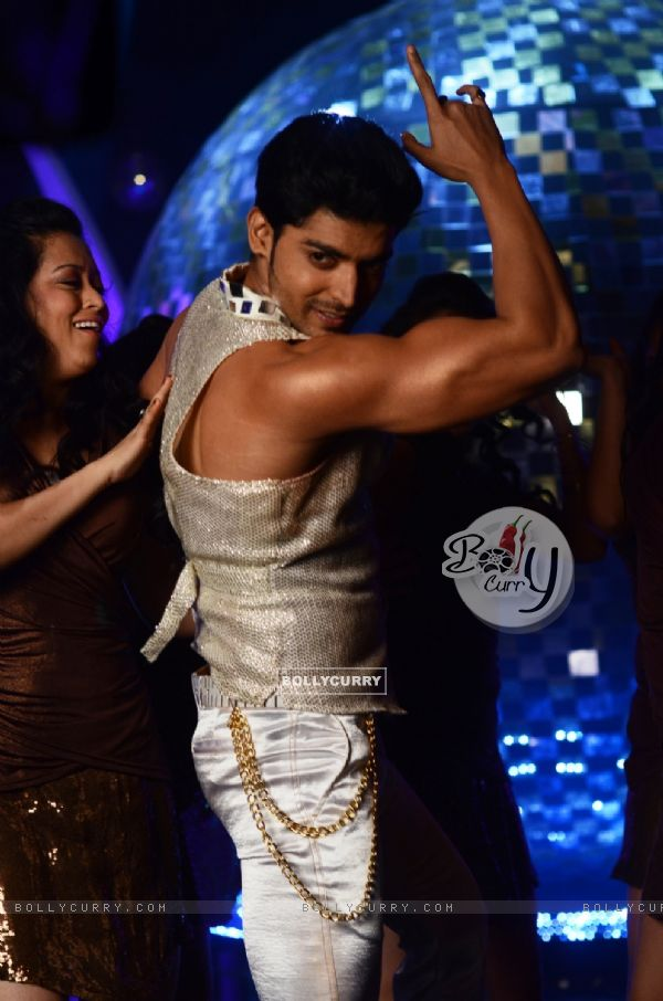Gurmeet Chaudhary at Jhalak Dikhhla Jaa 5 - Dancing with the stars