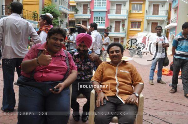 BollyCurry  Cast of Ferrari Ki Sawaari On the Sets of Tarak