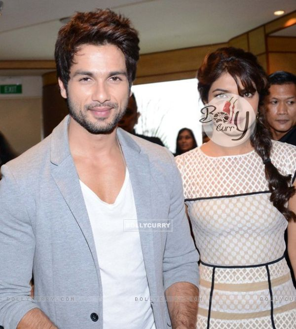 Priyanka and Shahid at IIFA 2012