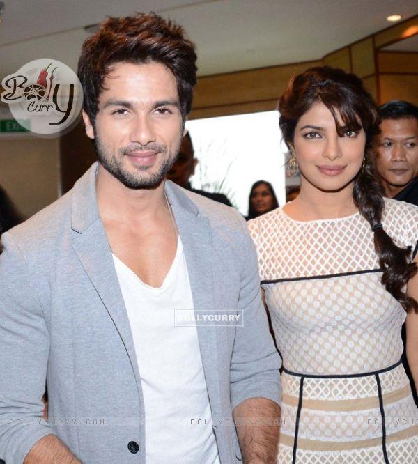 Priyanka and Shahid at IIFA 2012