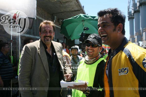 Sanjay Dutt and Ravi Kissen looking happy