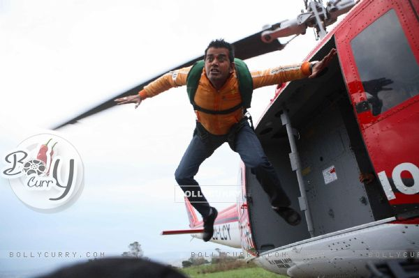 Ravi Kissen jumping from Helicopter