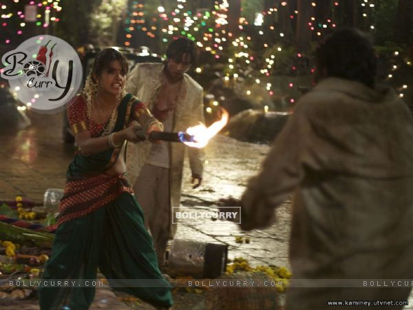 Priyanka Chopra saving Shahid Kapoor