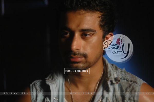 Rannvijay Singh in the movie Toss