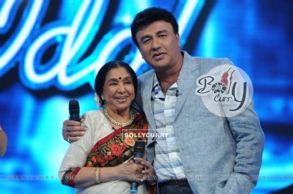 Asha Bhosle and Anu Malik on the set of Indian Idol 6