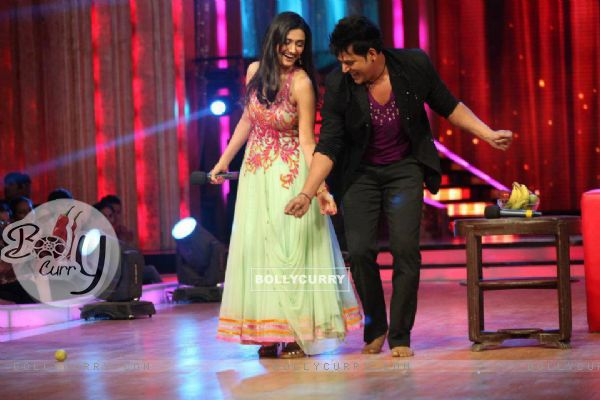 Ragini Khanna and Ravi Kishen