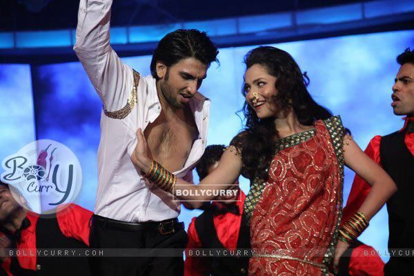 Ankita Lokhande, Ranveer Singh Performing At An Award Show