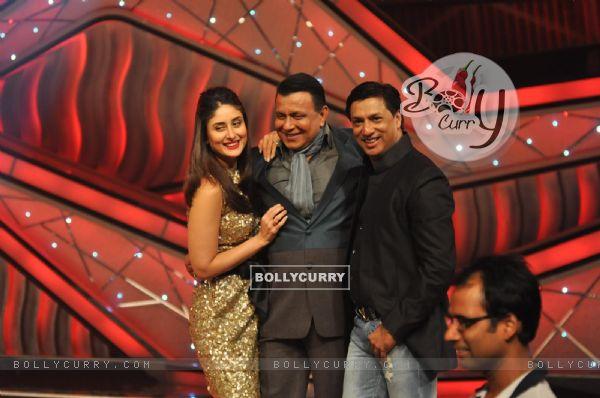 Kareena Kapoor, Mithun Chakraborty and Madhur Bhandarkar promoting Film Heroine on The Sets of Dance