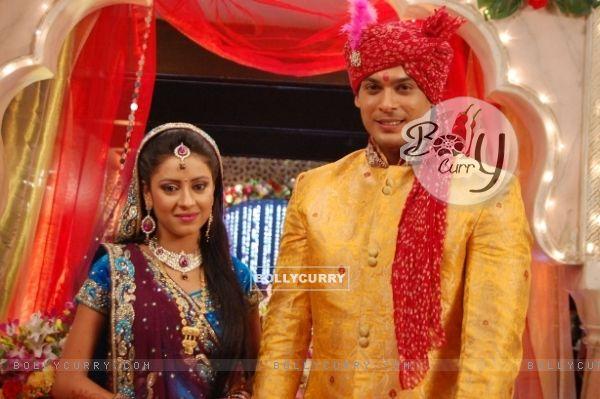 Pratyusha Banerjee as Anandi and Siddharth Shukla as Shiv in Balika Vadhu