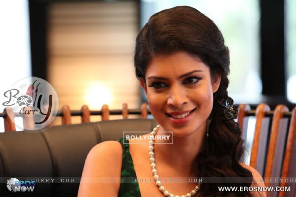 A still of tena desae from the movie table no 21 tina for Table no 21 movie