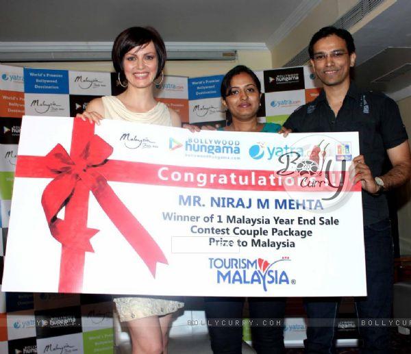 Yana Gupta meets Bollywood Hungama-Yatra.com contest at Rock Bottom in Juhu, Mumbai.