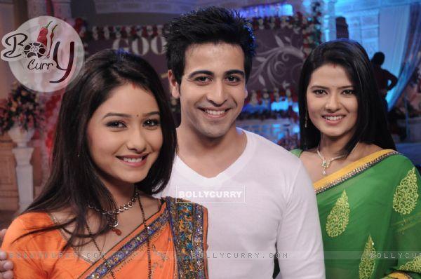 Leena Jumani, Dishank Arora and Kratika Sengar in Punar ...