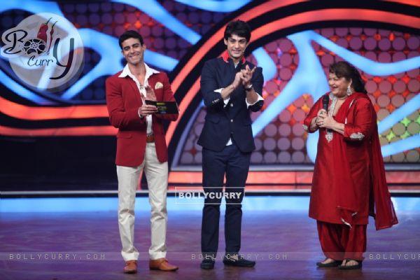 Saroj Khan along with Karan Wahi and Gautam Rode on Nach Baliye 5