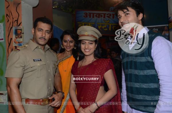 Salman Khan, Sonakshi Sinha, Anas Rashid and Deepika Singh
