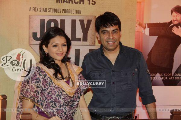 Prachi Shah with husband Vishwas Pandya at Premiere of movie Jolly LLB (271749)