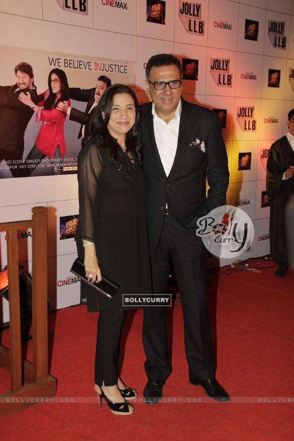 Boman Irani with wife Zenobia at Premiere of movie Jolly LLB (271784)