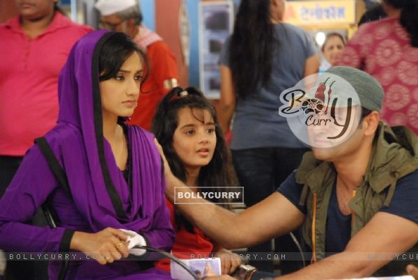 A still of Rati Pandey, Shruti Bhist and Rohit Roy from Hitler Didi