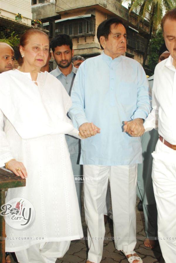 Dilip Kumar and Saira Banu at Condolence meeting of late Legendary Actor Pran