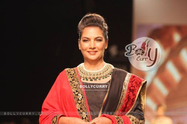 Shabana Azmi showstopper at IIJW 2013