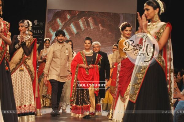 Javed Akhtar & Shabana Azmi showstopper at IIJW 2013