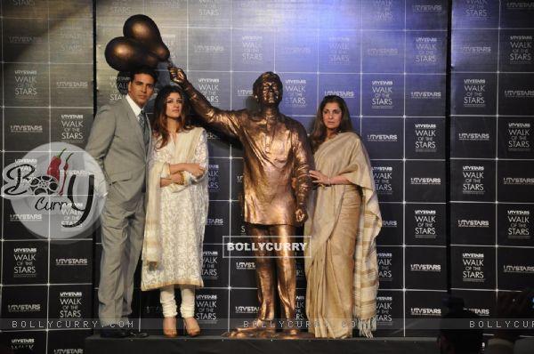 Akshay Kumar, Twinkle Khanna and Dimple Kapadia at the Unveiling of the Statue of Rajesh Khanna