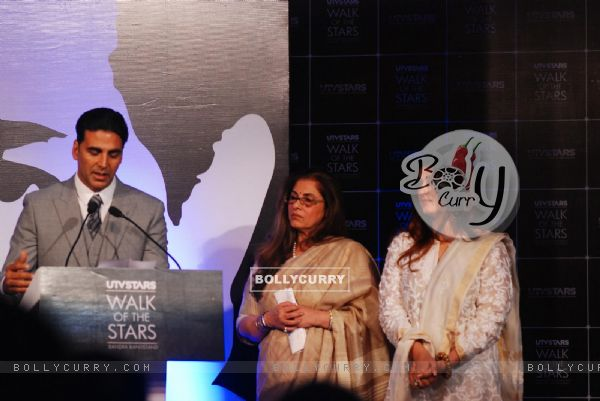 Akshay Kumar, Twinkle Khanna and Dimple Kapadia at the Unveiling of the Statue of Rajesh Khanna