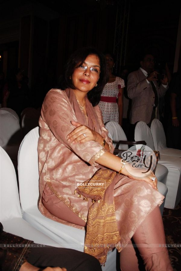 zeenat Aman at the Unveiling of the Statue of Rajesh Khanna