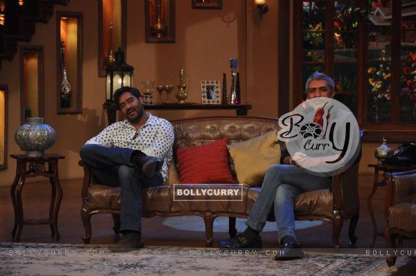 Ajay Devgn and Prakash Jha at Satyagraha's  Promotion on Comedy Nights with Kapil (292080)