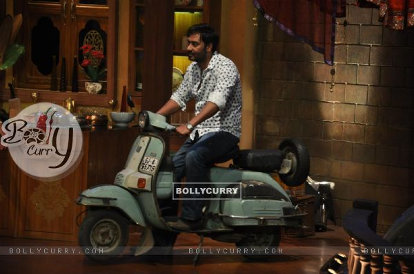 Ajay Devgn at Satyagraha's  Promotion on Comedy Nights with Kapil (292083)