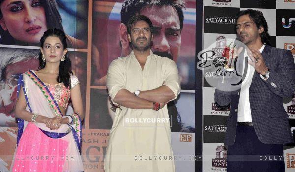 Amrita Rao, Ajay Devgn and Arjun Rampal at Satyagraha movie team during the promotion (293264)