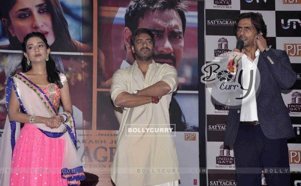 Amrita Rao, Ajay Devgn and Arjun Rampal at Satyagraha movie team during the promotion